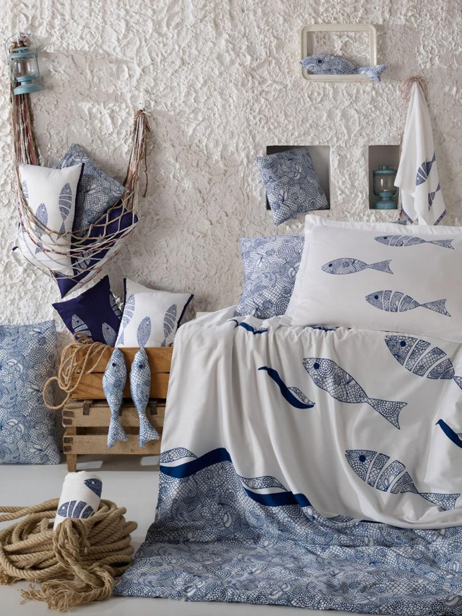 Комплект белья Hobby Home Collection Blues, 1,5-спальный, наволочки 50x70, 70х70, цвет: голубой1607000134Поплиновое постельное белье имеет ряд несомненных достоинств: оно хорошо сохраняет форму и цвет, имеет приятную на ощупь поверхность, хорошо удерживает тепло и впитывает влагу, почти не мнется. Кроме этого, комплекты постельного белья из поплина не требуют специального ухода: их можно стирать в стиральной машине при температуре до 60 градусов и гладить при температуре до 110 градусов. Ткань поплин гипоаллергенна, отвечает всем европейским экологическим стандартам.Набор постельного белья Hobby Home Collection Blues готовый вариант убранства для постели.