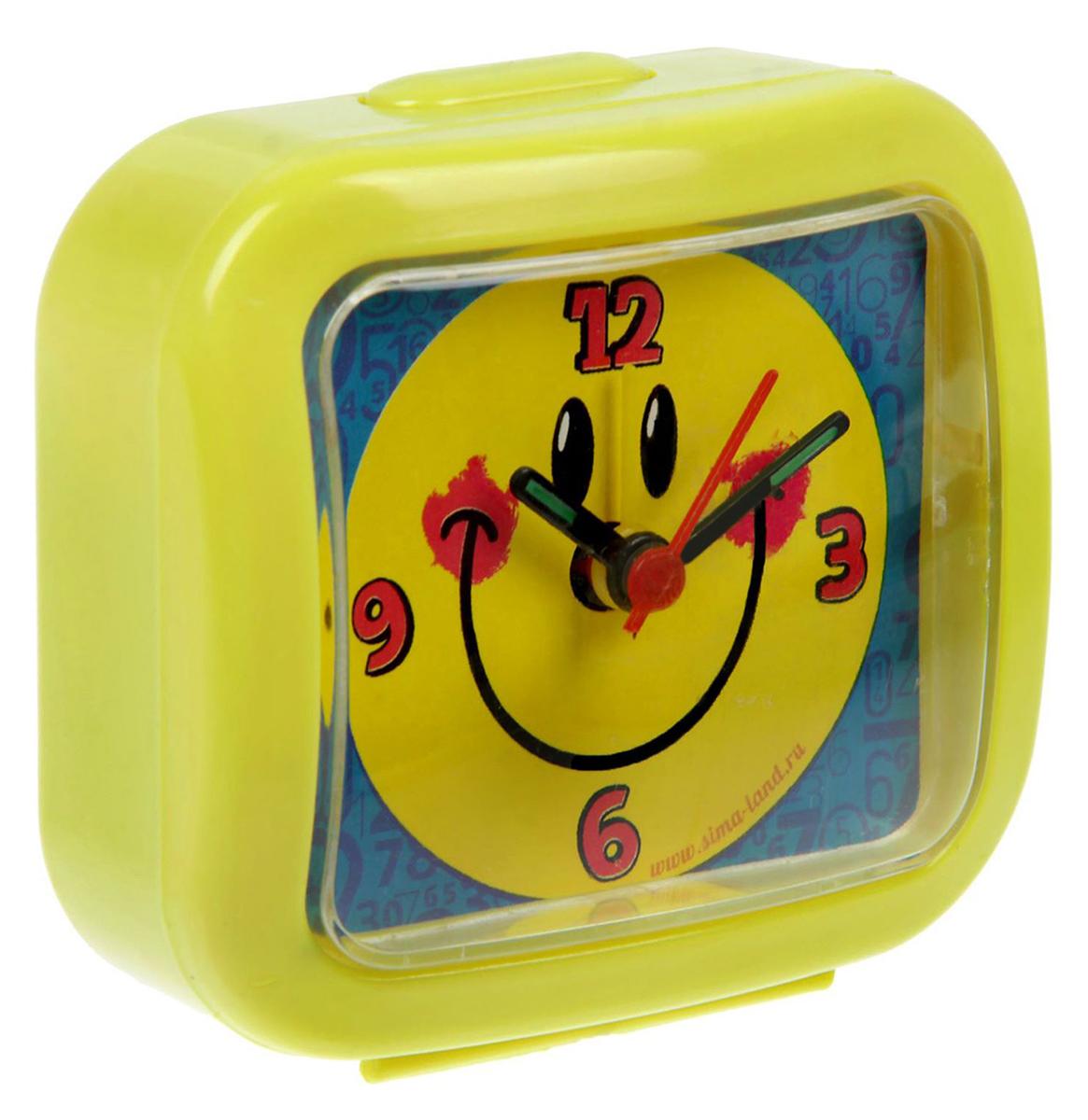 Часы-будильник Смайл, 7 х 7,7 см. 15020231502023Как же сложно иногда вставать вовремя! Всегда так хочется поспать еще хотя бы 5 минут, и бывает, что мы просыпаем…Теперь этого не случится! Яркий, оригинальный будильник поможет вам всегда вставать в нужное время и успевать везде и всюду. Пользоваться будильником очень легко: нужно всего лишь поставить батарейку (в комплект не входит), настроить точное время и установить время звонка.