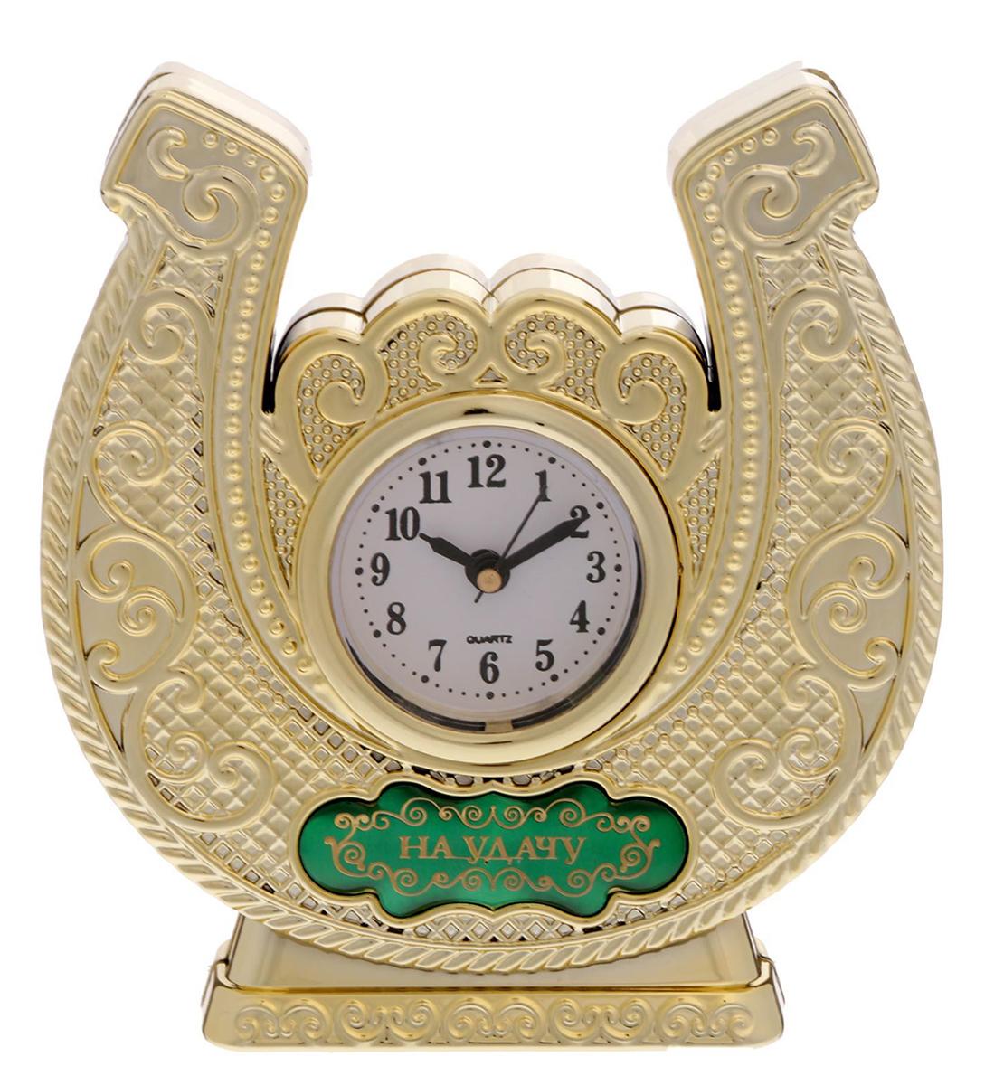 Часы настольные На удачу, 11,6 х 12,2 см. 16929111692911Время покорять мир Эти часы — прекрасный подарок 2 в 1! Они помогут правильно всё спланировать, а подкова принесёт удачу в делах и начинаниях. Фигурная статуэтка украшена шильдиком с добрым пожеланием, на обратной стороне выгравирована мотивирующая надпись. Инструкция Аккуратно достаньте механизм с циферблатом из корпуса. Установите время с помощью колёсика. Вставьте механизм обратно. Часы работают от батареек AG 13. Сувенир преподносится в подарочной коробочке с прозрачным окном.