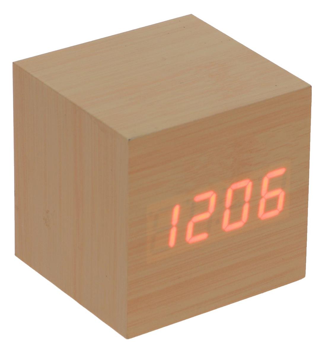 Часы-будильник настольные Куб, диаметр 6,5 х 6,5 х 6. 23070752307075Данные часы совмещают в себе, помимо основной, функции будильника, термометра и календаря. Их также можно использовать как декоративный элемент вашего дома, поскольку изделие имеет минималистичный дизайн и выполнено под дерево. Особенности: календарь до 2099 г.; дисплей отображает время в 12- или 24-часовом режиме; термометр показывает температуру в градусах Цельсия (°C) или Фаренгейта (°F); формат даты на экране: число/месяц; в период времени с 18:00 до 7:00 дисплей работает в режиме пониженной яркости; возможность устанавливать до 3 будильников сразу; наличие энергосберегающего голосового режима работы (активируйте часы хлопком (> 60 дБ) или поглаживанием по ним рукой); на задней панели корпуса находятся кнопки управления: «вверх» (up), «вниз» (down), «настройки» (set) и «сбросить» (reset).