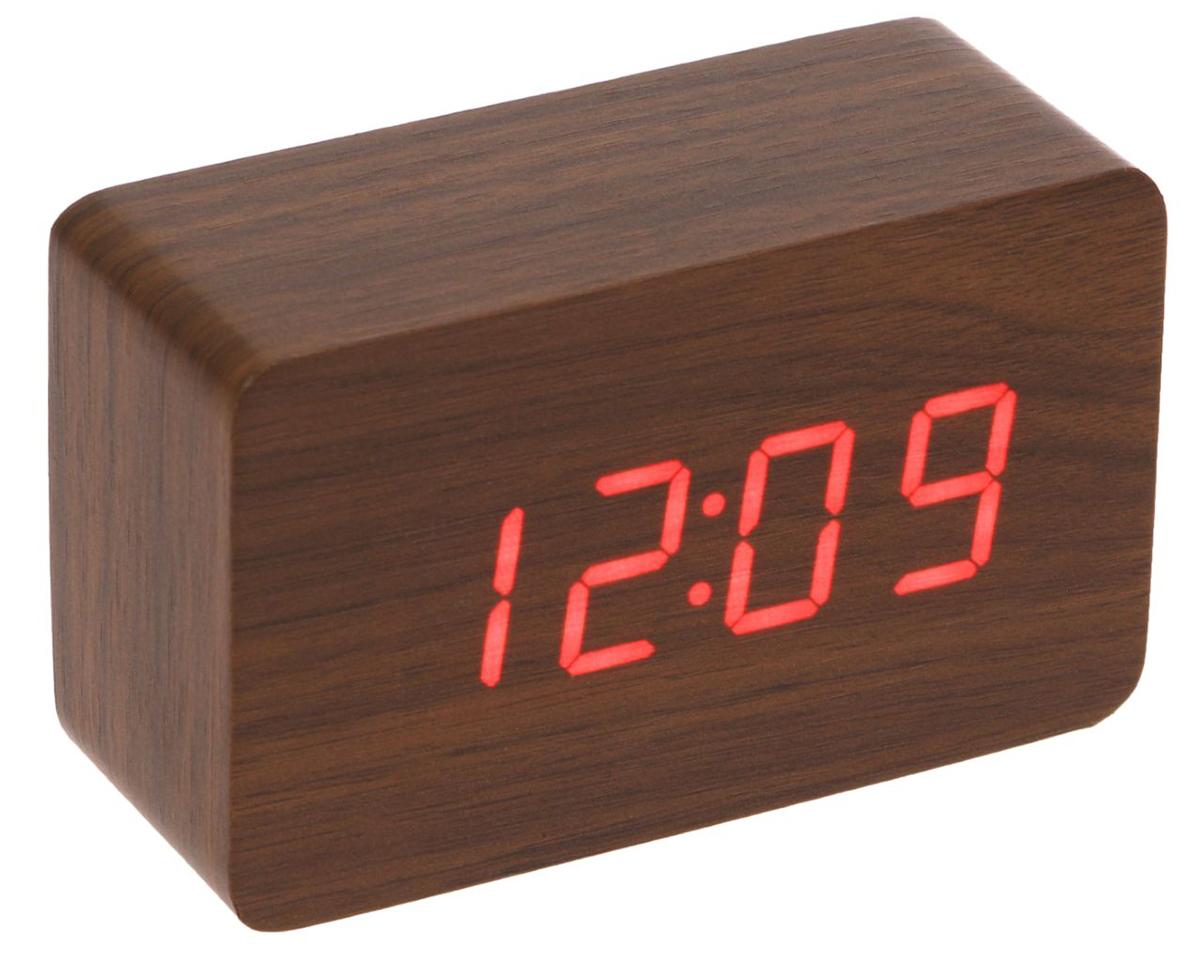 Часы-будильник настольные, диаметр 10 х 4,5 х 6,5 см. 23070772307077Данные часы совмещают в себе, помимо основной, функции будильника, термометра и календаря. Их также можно использовать как декоративный элемент вашего дома, поскольку изделие имеет минималистичный дизайн и выполнено под дерево. Особенности: календарь до 2099 г.; дисплей отображает время в 12- или 24-часовом режиме; термометр показывает температуру в градусах Цельсия (°C) или Фаренгейта (°F); формат даты на экране: число/месяц; в период времени с 18:00 до 7:00 дисплей работает в режиме пониженной яркости; возможность устанавливать до 3 будильников сразу; наличие энергосберегающего голосового режима работы (активируйте часы хлопком (> 60 дБ) или поглаживанием по ним рукой); на задней панели корпуса находятся кнопки управления: «вверх» (up), «вниз» (down) и «настройки» (set).