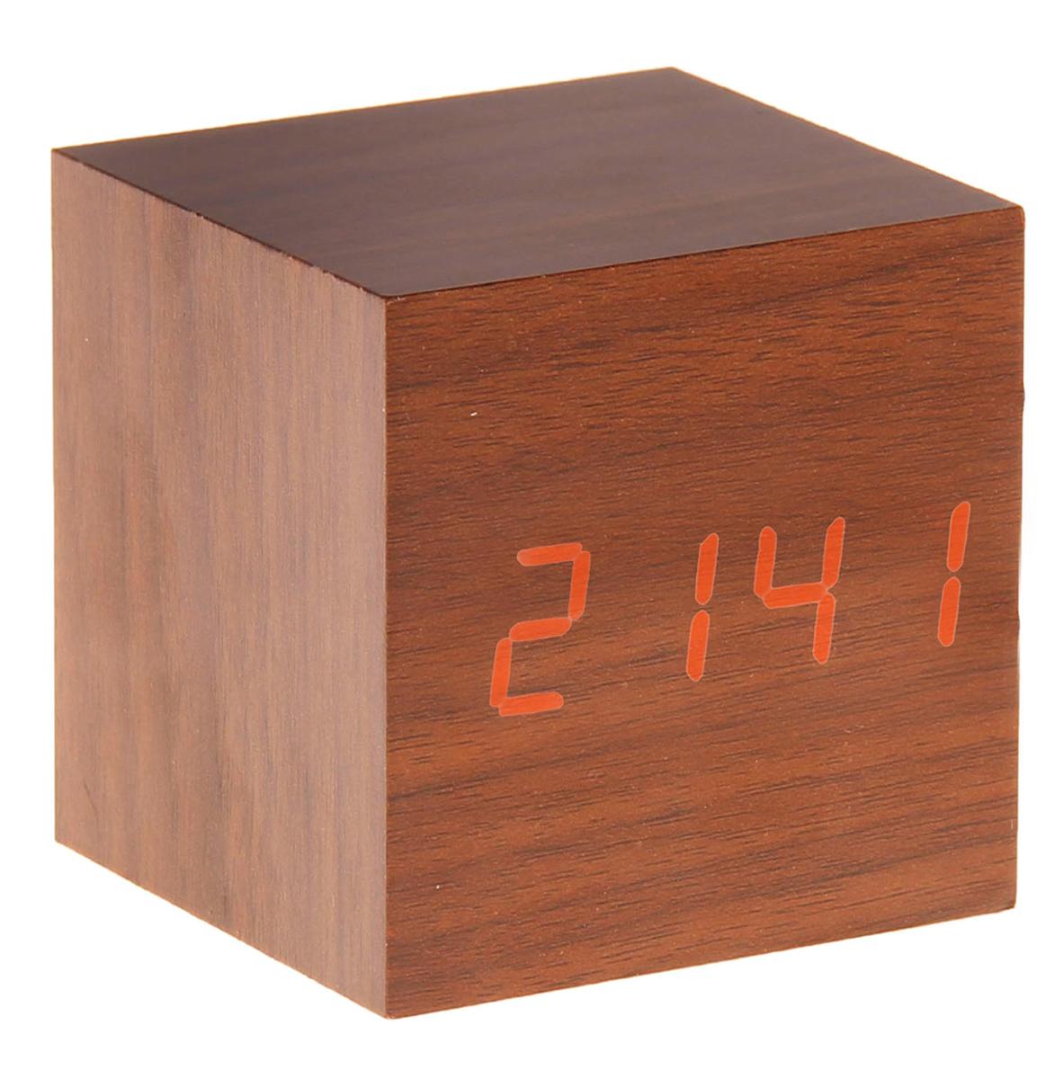 Часы-будильник Кубик темное дерево. 835054835054Часы-будильник Кубик темное дерево 835054 станет стильным акцентом в любом современном интерьере. Оригинальный дизайн в виде деревянного куба, внутри которого установлен голубой проекционный дисплей, выделит эту вещь из общей массы. Часы максимально функциональны, имеют встроенный будильник, три режима отображения (время, месяц, день и температура). Они станут прекрасным подарком для ценителей всего необычного.