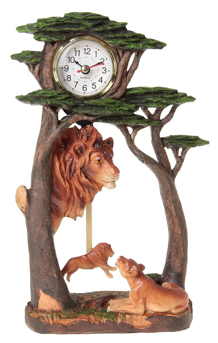 Часы настольные Семейство Львов под деревьями, 17,5 х 28,5 см. 872904872904Каждому хозяину периодически приходит мысль обновить свою квартиру, сделать ремонт, перестановку или кардинально поменять внешний вид каждой комнаты. Часы настольные Львы — привлекательная деталь, которая поможет воплотить вашу интерьерную идею, создать неповторимую атмосферу в вашем доме. Окружите себя приятными мелочами, пусть они радуют глаз и дарят гармонию.