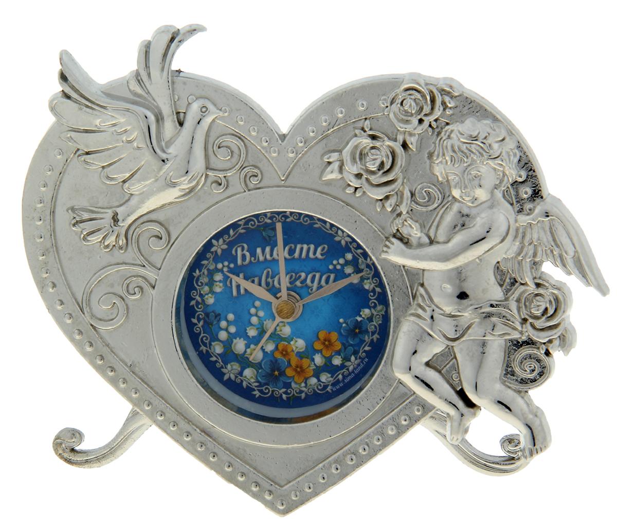 """Часы """"Вместе навсегда"""" - это олицетворение неповторимой грации в декоративном элементе интерьера. Они придутся по душе натурам романтичным и нежным, предпочитающим необычные детали в оформлении дома. Символы любви – голубь и Купидон – придают изделию неповторимый шарм. Часы выполнены из металла c ярким циферблатом, располагаясь на прочных ножках, и работают от батареек LR44 (не входят в комплект). Кроме того, они включают функцию будильника, что делает их не только красивыми, но и полезными. Теперь вы ни за что не проспите важное событие и будете встречать каждый новый день с улыбкой!"""