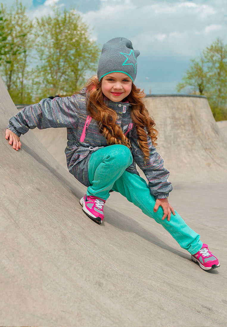 Куртка для девочки Oldos Active Ария, цвет: серый. 3A8JK10-1. Размер 110, 5 лет3A8JK10-1Ветровка из мембранной коллекции OLDOS ACTIVE. Верхняя ткань с мембраной 3000/3000 обеспечивает водонепроницаемость, при этом ветровка дышит. Покрытие TEFLON повышает износостойкость, а так же облегчает уход за ветровкой. Подкладка - флис, в области груди и спины, плотный полиэстер в рукавах. Эта стильная ветровка прекрасно защитит от непогоды благодаря продуманному функционалу: капюшону, который отстегивается при необходимости, двойной ветрозащитной планке, манжетам на резинке, внутренней резинке по талии и внешней утяжке на х/б шнур. Ветровка оснащена карманами на молнии и светоотражающими элементами. Внутри ветровки есть потайной карман, который застегивается на липучку, и нашивка-потеряшка. Рекомендовано от плюс 10 С до плюс 20 С.