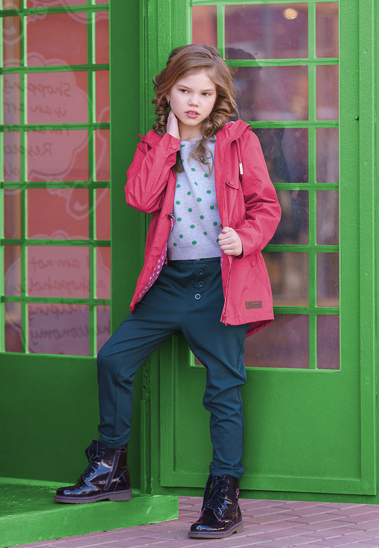 Куртка для девочки Oldos Бренда, цвет: малиновый. 3O8JK04. Размер 140, 10 лет3O8JK04Стильная куртка от OLDOS добавит ярких красок в весенний гардероб. Внешняя ткань с водо-грязеотталкивающей пропиткой защищает от ветра и дождя. Принтованная подкладка из бязи - 65% полиэстер, 35% хлопок. Капюшон с декоративными шнурками и внутренней резинкой по краям для лучшего прилегания, внутренняя утяжка по талии. Модель имеет два врезных кармана на кнопке. Манжеты рукавов на кнопке. Изделие дополнено светоотражающими элементами.