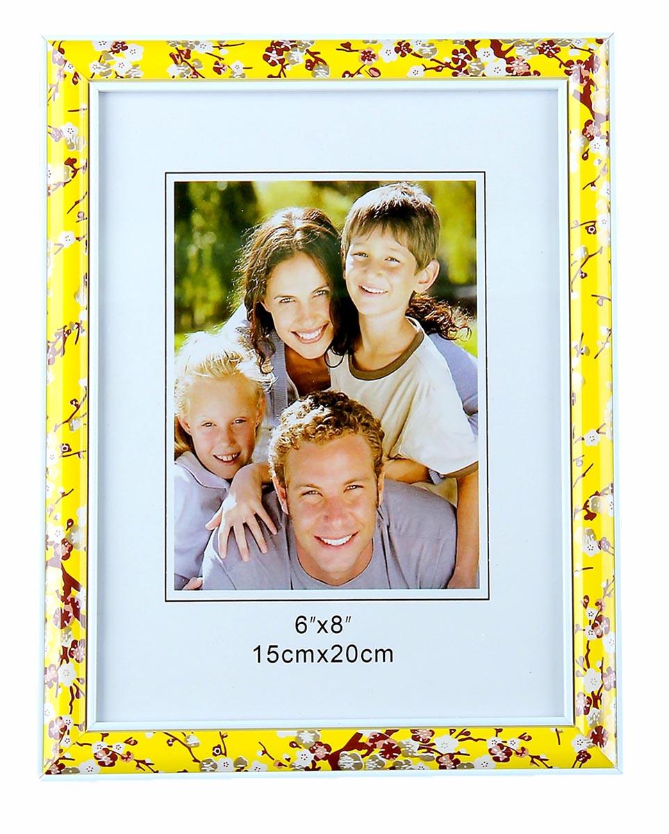 Фоторамка Солнечная, 15 х 20 см, цвет: желтый. 10201221020122Фоторамка — необходимая вещь в каждом доме. Кроме того, это всегда нужный подарок, который уместен к любому празднику. Аксессуар не только бережно сохранит любимый снимок, но и украсит интерьер, сделает его более уютным и индивидуальным. Окружайте себя мелочами, которые день ото дня будут радовать глаз и поднимать настроение. Каждому хозяину периодически приходит мысль обновить свою квартиру, сделать ремонт, перестановку или кардинально поменять внешний вид каждой комнаты. Фоторамка Солнечная 15х20 см — привлекательная деталь, которая поможет воплотить вашу интерьерную идею, создать неповторимую атмосферу в вашем доме. Окружите себя приятными мелочами, пусть они радуют глаз и дарят гармонию.