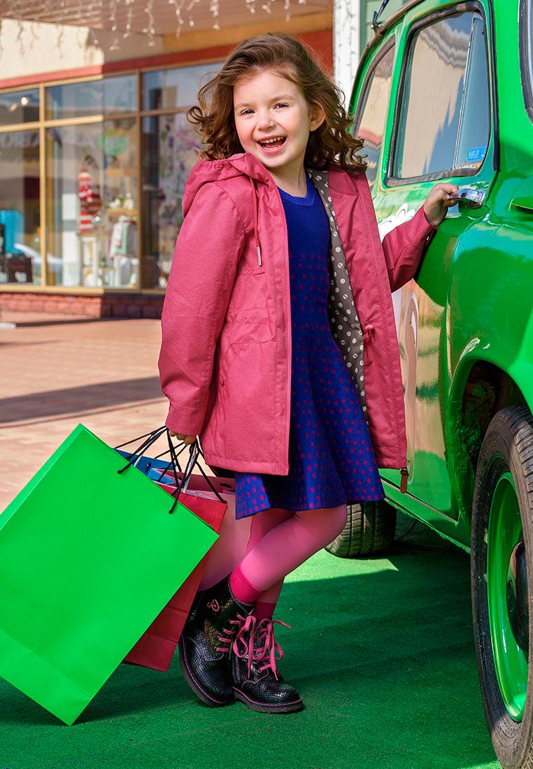 Куртка для девочки Oldos Сьюзи, цвет: малиновый. 3O8JK03. Размер 110, 5 лет3O8JK03Легкая ветровка от OLDOS украсит гардероб юной модницы. Внешняя ткань с водо-грязеотталкивающей пропиткой защищает от ветра и дождя. Принтованная подкладка из бязи - 65% полиэстер, 35% хлопок. Капюшон с декоративными шнурками и внутренней резинкой по краям для лучшего прилегания, ветрозащитная планка по всей длине молнии с защитой подбородка, внутренняя утяжка по талии, накладные карманы на кнопке, манжеты на кнопке. Светоотражающие элементы. Рекомендовано от плюс 10 С до плюс 20 С.