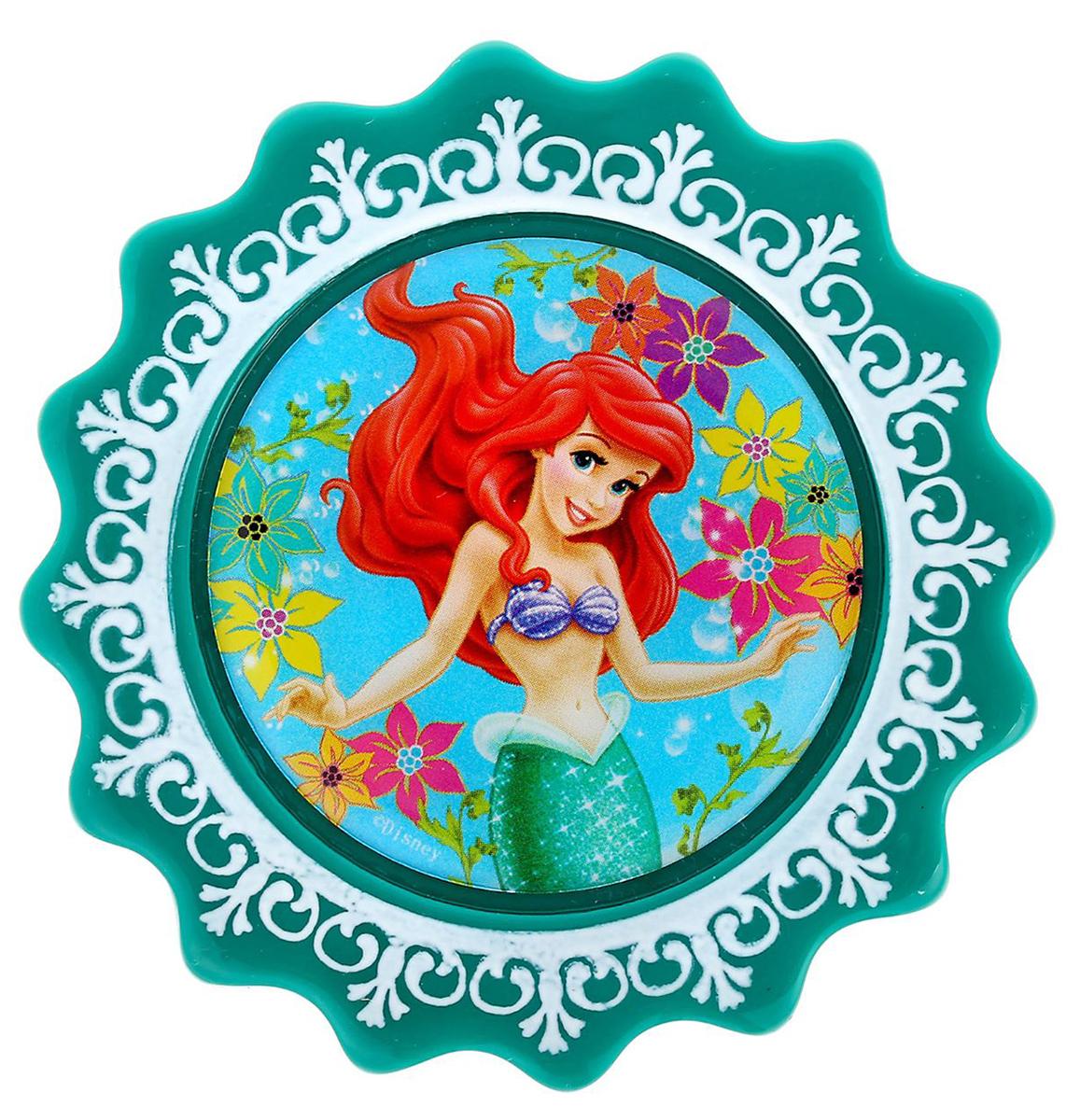 Магнит-рамка Disney Ариэль, 7 х 7 см. 12568471256847Дарите радость с Disney Удивите малышей уникальным сувениром с любимым персонажем! Он порадует ребёнка стильным дизайном и ярким исполнением. Красочный акриловый магнит будет долгие годы украшать холодильник или другую металлическую поверхность. Изделие дополнено оригинальной открыткой, где можно написать тёплые слова и сделать маленький подарок более личным. Соберите коллекцию аксессуаров с любимыми героями!