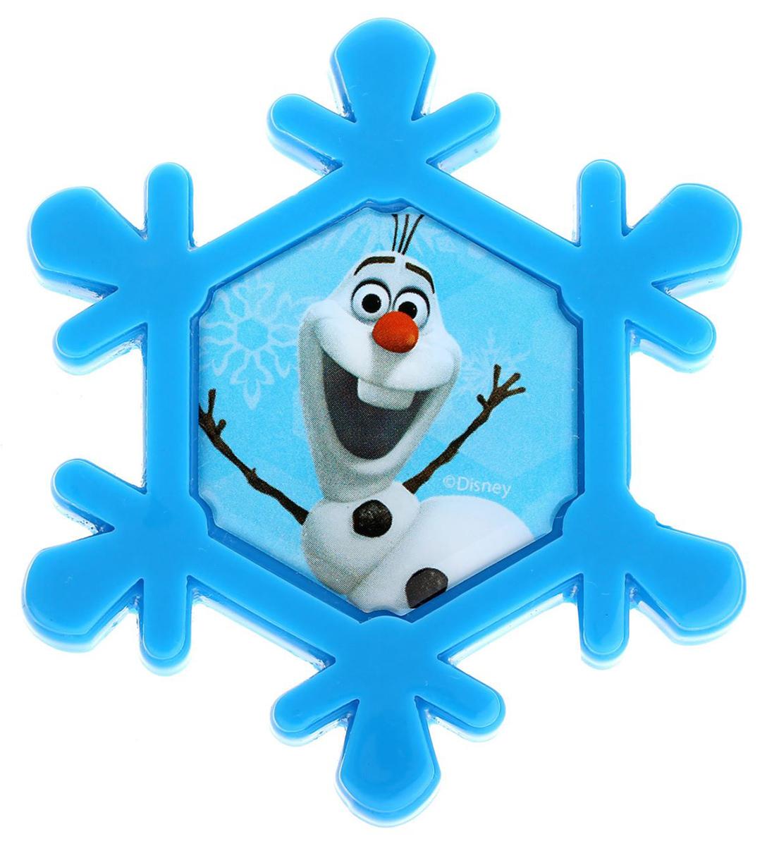 Магнит-рамка Disney Олаф, 6,2 х 7 см. 12568491256849Дарите радость с Disney Удивите малышей уникальным сувениром с любимым персонажем! Он порадует ребёнка стильным дизайном и ярким исполнением. Красочный акриловый магнит будет долгие годы украшать холодильник или другую металлическую поверхность. Изделие дополнено оригинальной открыткой, где можно написать тёплые слова и сделать маленький подарок более личным. Соберите коллекцию аксессуаров с любимыми героями!