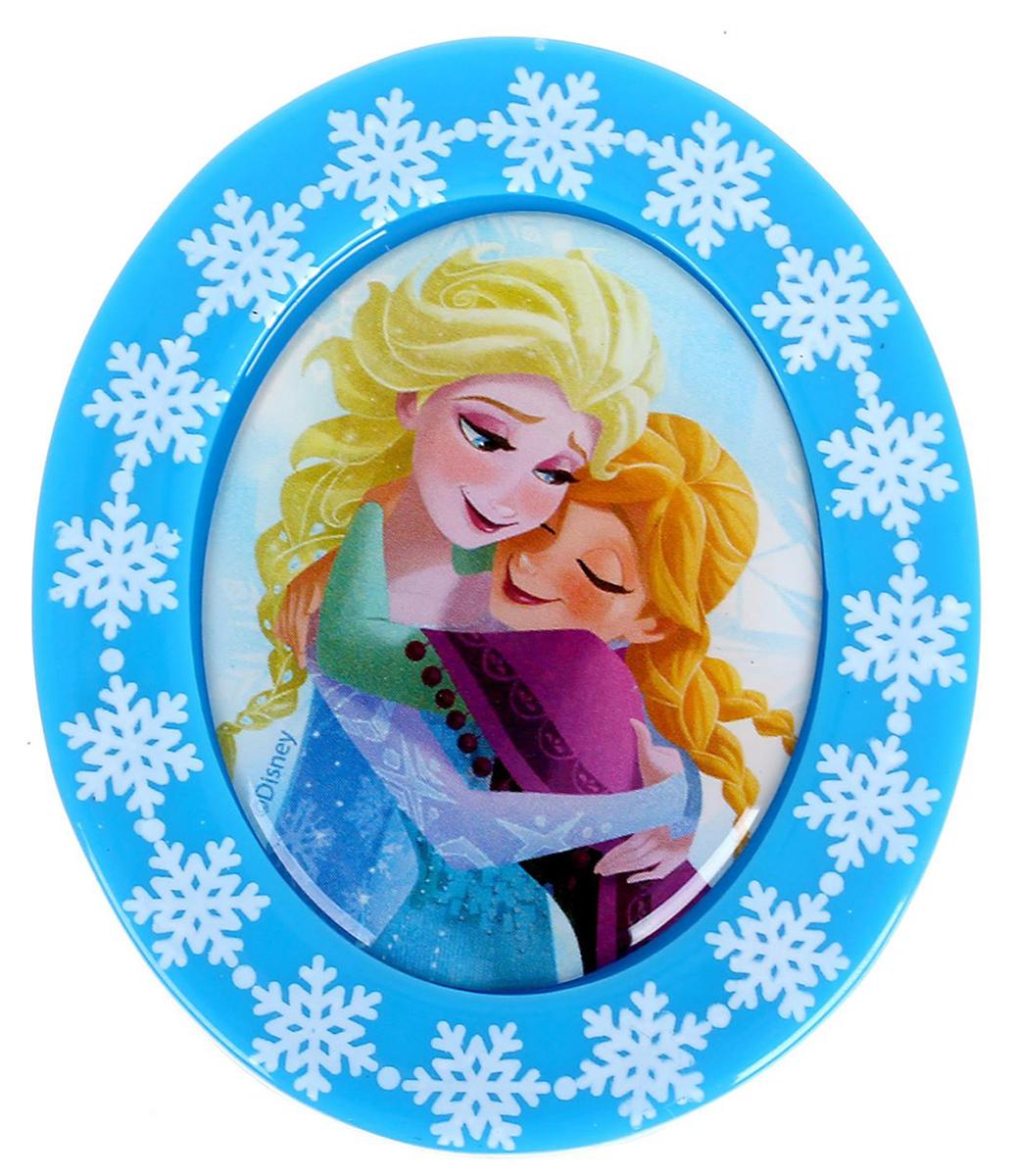 Магнит-рамка Disney Анна и Эльза, 5,2 х 6,2 см. 12568501256850Дарите радость с Disney Удивите малышей уникальным сувениром с любимым персонажем! Он порадует ребёнка стильным дизайном и ярким исполнением. Красочный акриловый магнит будет долгие годы украшать холодильник или другую металлическую поверхность. Изделие дополнено оригинальной открыткой, где можно написать тёплые слова и сделать маленький подарок более личным. Соберите коллекцию аксессуаров с любимыми героями!