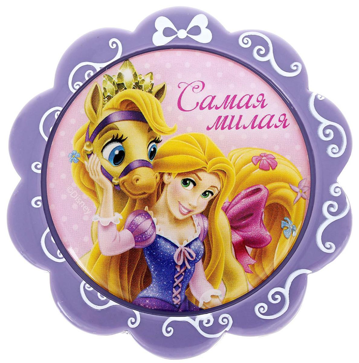 Магнит-рамка Disney Самая милая. Рапунцель, 6 х 6 см. 12568521256852Дарите радость с Disney Удивите малышей уникальным сувениром с любимым персонажем! Он порадует ребёнка стильным дизайном и ярким исполнением. Красочный акриловый магнит будет долгие годы украшать холодильник или другую металлическую поверхность. Изделие дополнено оригинальной открыткой, где можно написать тёплые слова и сделать маленький подарок более личным. Соберите коллекцию аксессуаров с любимыми героями!