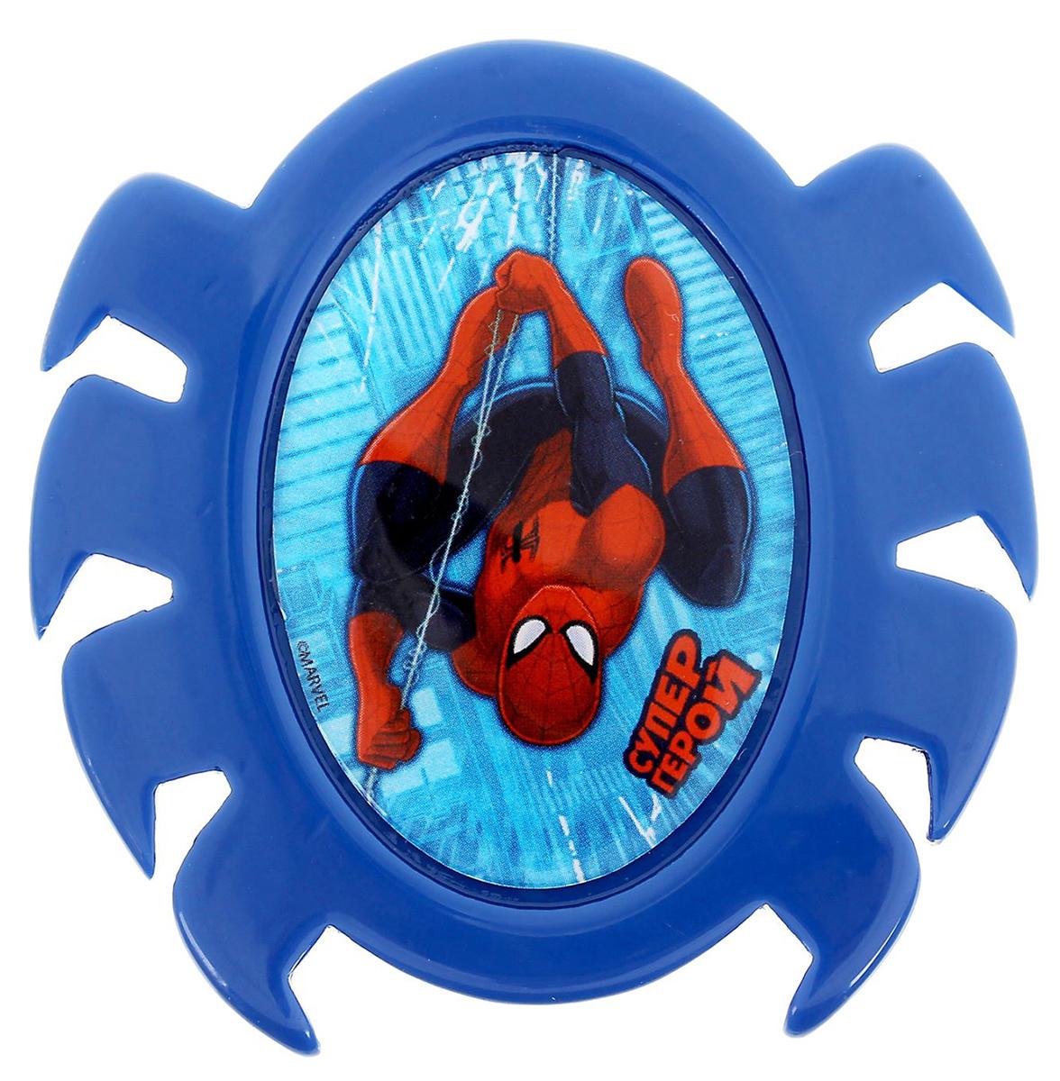 Магнит-рамка Marvel Человек Паук. Супер-герой. 12568681256868Дарите радость с Disney Удивите малышей уникальным сувениром с любимым персонажем! Такой магнитик порадует ребёнка стильным дизайном и ярким исполнением. Красочный акриловый магнит будет долгие годы украшать холодильник или другую металлическую поверхность. Изделие дополнено оригинальной открыткой, где можно написать тёплые слова и сделать маленький подарок более личным. Соберите коллекцию аксессуаров с любимыми героями!