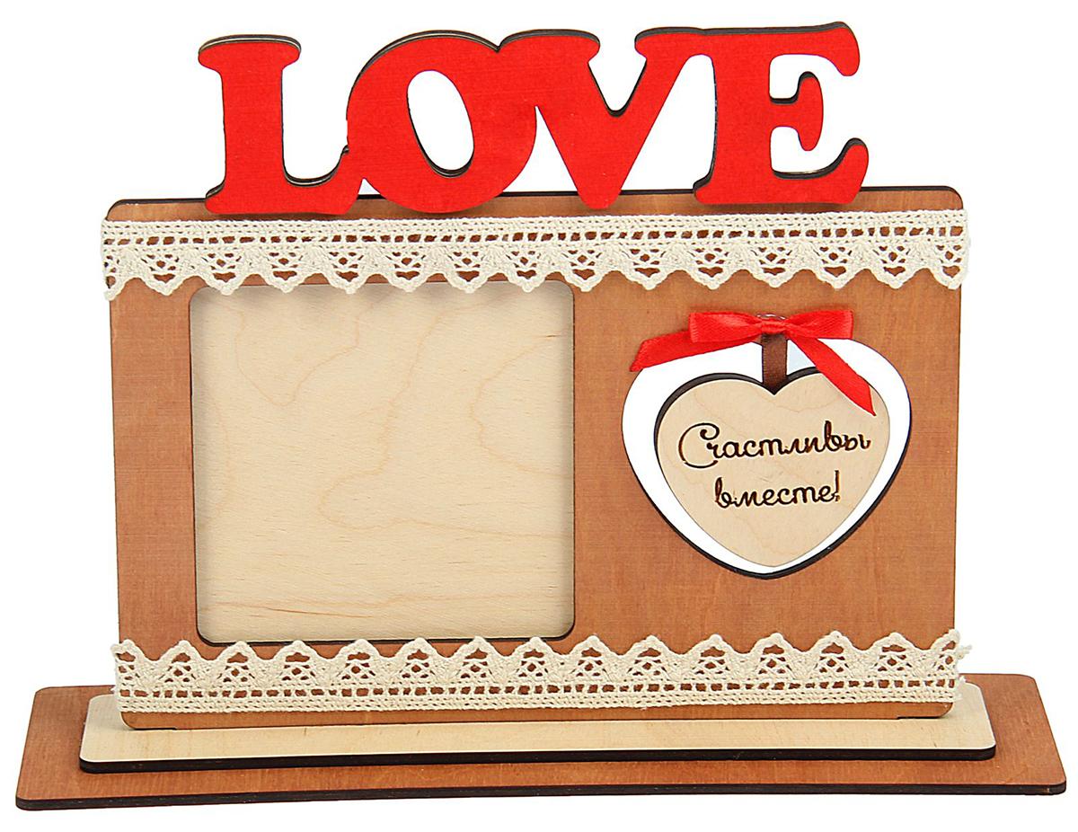 Фоторамка для фото 10х10 см Love с сердцем — оставит в памяти самое важное, что хотелось бы сохранить на века. Просто поместите туда фотографию, поставьте на видное место и у вас обязательно вспыхнут теплые чувства. Такую фоторамку приятно получить в подарок от любимого человека на День святого Валентина, 8 марта, годовщину и другой значимый для вас праздник.