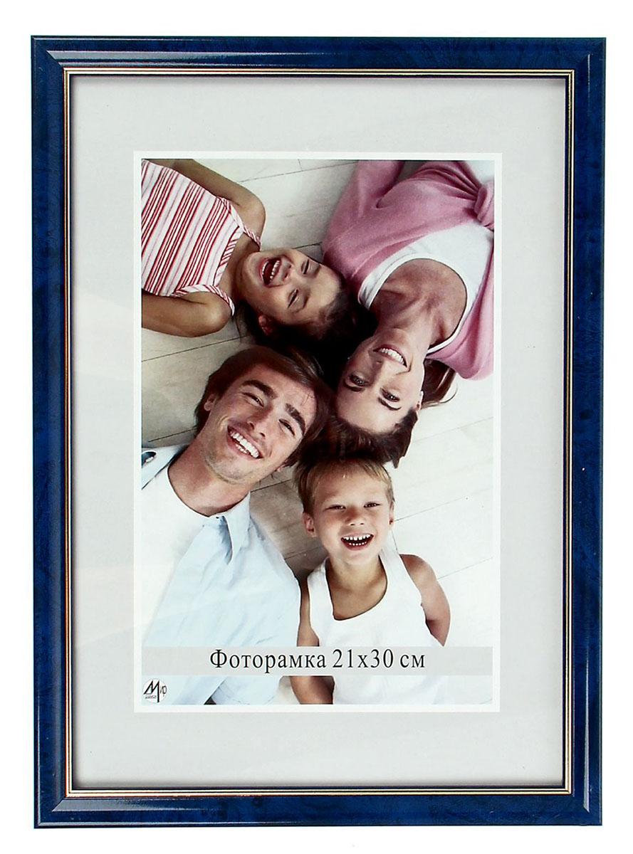 Фоторамка, цвет: синий, 21 х 30 см. 14626331462633Фоторамка - необходимая вещь в каждом доме. Кроме того, это всегданужный подарок, который уместен к любому празднику. Аксессуар не только бережно сохранит любимый снимок, но и украсит интерьер, сделает его более уютным и индивидуальным. Окружайте себя мелочами, которые день ото дня будут радовать глаз и поднимать настроение.