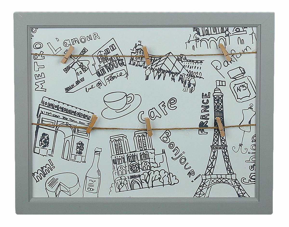 """Фоторамка с прищепками """"Путешествие в Париж"""" — настоящее ноу-хау в мире интерьер-аксессуаров и скрапбукинга! Прекрасное и необычное решение для обрамления ваших любимых фотографий. Внутри этой казавшейся на первый взгляд обычной рамки вы можете креативно разместить сразу несколько небольших фотографий, ведь для этого есть все необходимое: и веревочки, и милые прищепочки, осталось только чуточку вашей фантазии и любимые фотокарточки. А теперь можно повесить этот небольшой чудо-коллаж куда угодно!"""