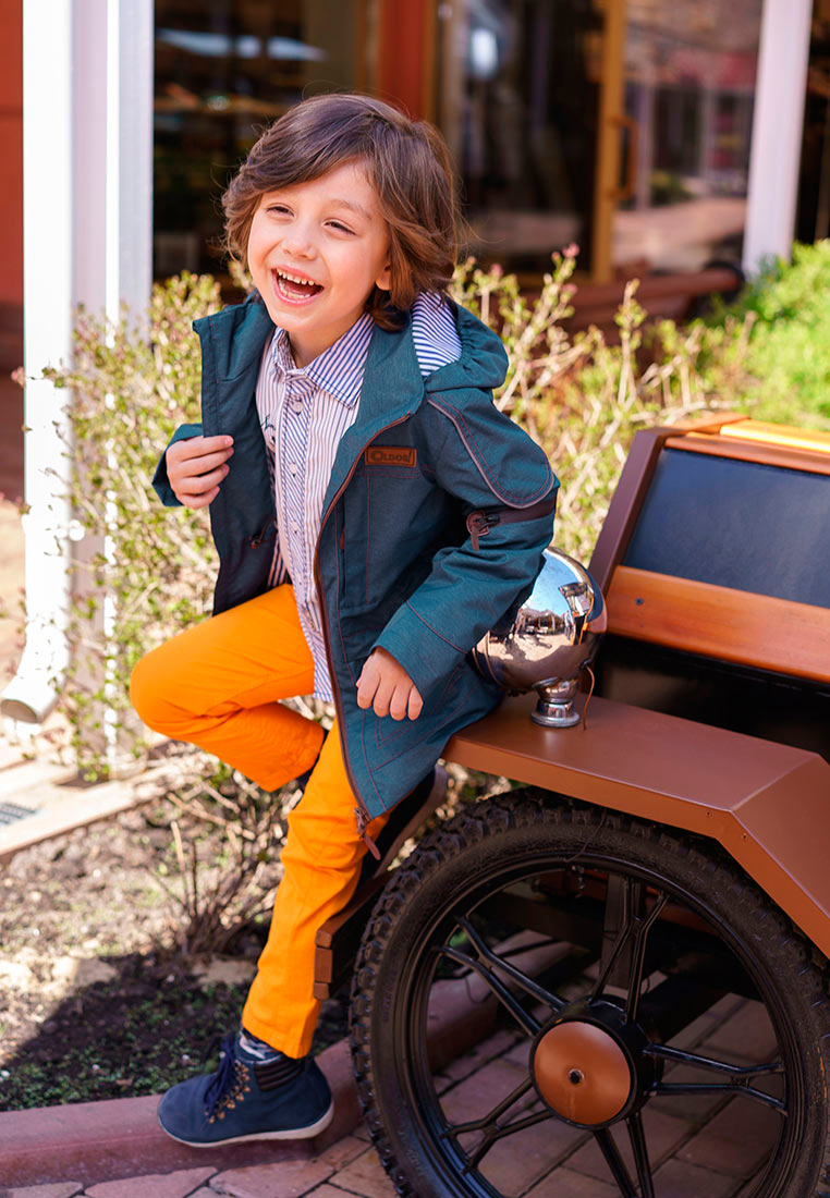 Куртка для мальчика Oldos Сноу, цвет: синий. 3O8JK10-1. Размер 110, 5 лет3O8JK10-1Модная и стильная куртка от OLDOS - прекрасное дополнение к любому гардеробу. Внешняя ткань с водо-грязеотталкивающей пропиткой защищает от ветра и дождя. Принтованная подкладка из бязи - 65% полиэстер, 35% хлопок. Куртка хорошо защитит от ветра благодаря съемному капюшону с внутренней резинкой по краям для лучшего прилегания, внутренней утяжке по талии. Манжеты прямые. Модель дополнена накладными карманами на молнии с клапанами и светоотражающими элементами.