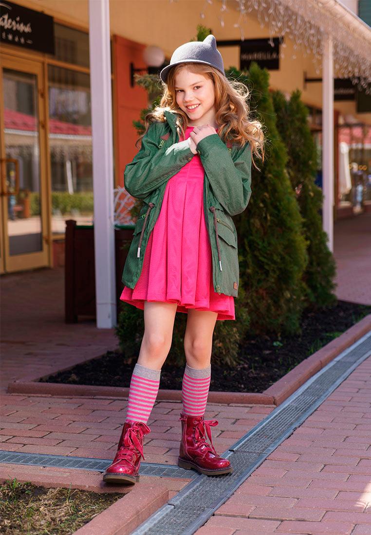 Куртка для девочки Oldos Амалия, цвет: зеленый. 3O8JK06. Размер 140, 10 лет3O8JK06Куртка от OLDOS станет украшением весеннего гардероба. Внешняя ткань с водо-грязеотталкивающей пропиткой защищает от ветра и дождя. Подкладка из бязи - 65% полиэстер, 35% хлопок. Съемный капюшон, внутренняя резинка по краям для лучшего прилегания, регулируемая утяжка по талии на х/б шнурке, манжеты на кнопке. Модель дополнена двумя врезными карманами на молнии с клапанами, двумя врезными карманами на молнии и светоотражающими элементами.