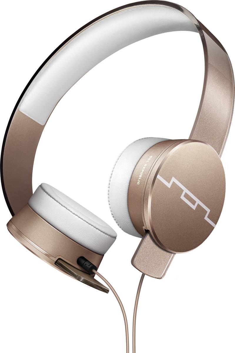 Sol Republic SOL-HP1251GD Master Tracks HD2, Gold наушникиSOL-HP1251GDНакладные наушники Sol Republic Tracks отличаются от всех наушников своей разборной конструкцией и прочностью. Первые в мире наушники - конструкторы. Вы можете с легкостью разобрать их, ведь оголовье, кабель и чашки абсолютно независимые детали. Практически неразрушимые: изготовленное из передовых полимеров оголовье FlexTech™ Sound Track выдержит любые испытания. Скручивайте, сгибайте, бросайте их – они не сломаются. Мягкие амбушюры SonicSoft обеспечивают хорошую звукоизоляцию и сохраняют комфорт на протяжении долгих часов прослушивания. Сердца Tracks- динамики V10 sound engine, будут радовать вас своим звучанием высокого разрешения с глубокими басами и кристально чистой передачей вокала. Благодаря управлению на съемном кабеле вы сможете отвечать на звонки, воспроизводить/ останавливать/переключать треки. Регулировка громкости осуществляется на Apple устройствах. Философия бренда заключается в том, что для каждого момента в вашей жизни существует свой саундтрек. И имеено поэтому первая часть названия бренда SOL расшифровывается как Soundtrack of your Life, что в переводе значит Саундрек вашей жизни. Sol Republic это не только качественный звук, но и яркий модный аксессуар, дополняющий образ.