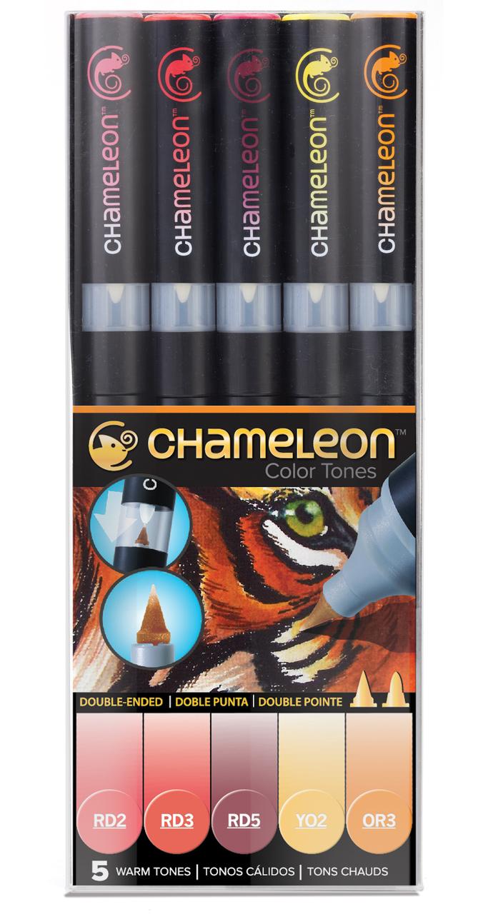 Chameleon Набор маркеров Warm Tones 5 штCT0511Спиртовые маркеры Chameleon Color Tones идеально подходят для скетчинга, манги и графики. Каждый маркер позволяет получить градиент от самого светлого до самого насыщенного оттенка выбранного цвета. Просто совместите перо и смешивающую камеру, измените оттенок цвета пера и создайте бесшовные переходы. Благодаря Chameleon палитра маркеров становится гораздо шире, чем цвет, указанный на колпачке. Создавайте потрясающие эффекты, такие как 3D, плавные и бесшовные смешивания и градиенты, выделения и затемнения. Маркеры Chameleon имеют два японских пера: эластичное перо-кисть и перо пулевидной формы. Маркеры не токсичны и практически не имеют запаха. Дополнительные характеристики: - спиртовые чернила профессионального качества; - сменные перья; - два японских пера: эластичное перо-кисть и пулевидное перо; - чернила устойчивы на большинстве поверхностей; - совместимы с другими спиртовыми чернилами; - нетоксичны и практически без запаха; - идеально подходят для скетчинга, манги и графики; - набор маркеров 5 шт., теплые тона;