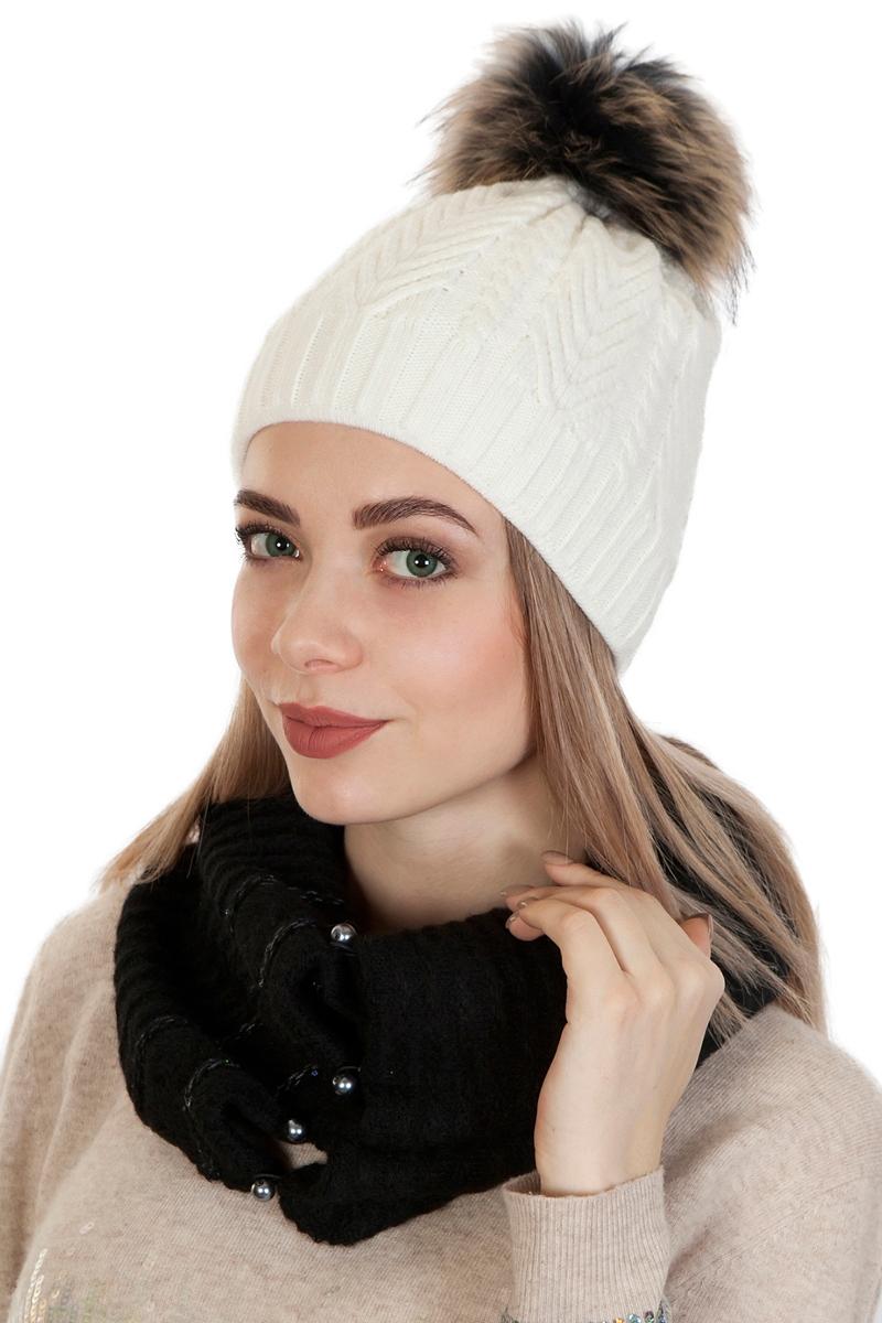 Шапка женская Laccom, цвет: белый. 102A. Размер универсальный102AВязаная женская шапка Laccom выполнена из высококачественных материалов. Модель оформлена объемным вязаным узором и украшена большим помпоном.