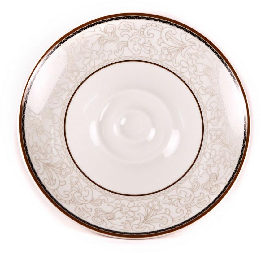 Блюдце для соуса Royal Porcelain Кассие, цвет: белый, коричневый, диаметр 16 смРП-CS8723Блюдце для соуса Royal Porcelain Кассие- новый уникальный продукт на рынке фарфора, производится из материала, в состав которого входит алюминиум(глинозем) в виде порошка, что придает фарфору уникальные свойства: белоснежный цвет, как на поверхности, так и на изломе, более тонкие иизящные формы, так как добавление металла делает фарфоровую массу более пластичной, устойчивость к сколам и царапинам.Возможный перепад температур при эксплуатации до 200 градусов!Фарфор покрывается глазурью, что характеризует эту посуду как продукт высшего класса.Идеально подходит для использования в микроволновой печи и посудомоечной машине.