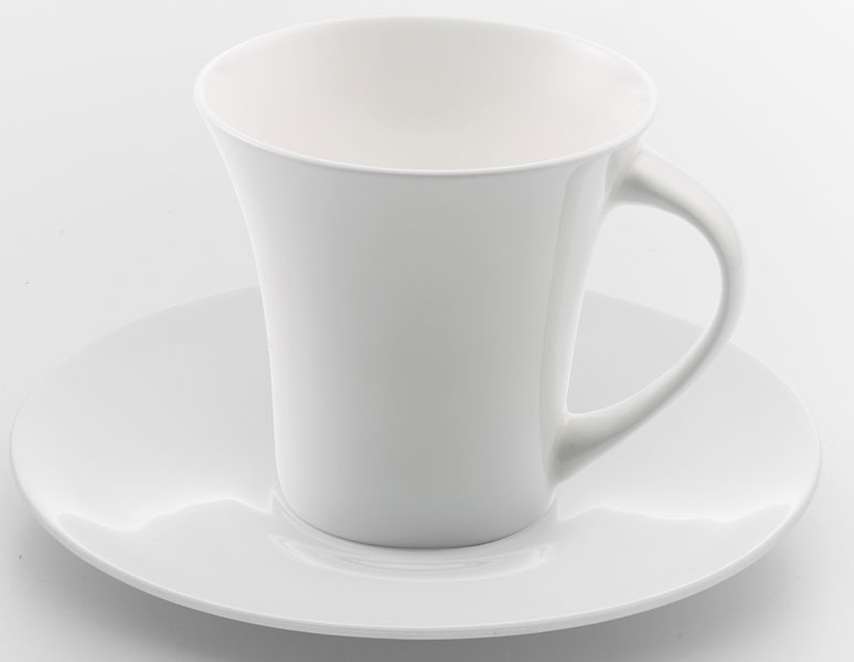 """Набор чайный """"Tudor England"""" состоит из чашки и блюдца, изготовленных из костяного фарфора.  Можно использовать в микроволновой печи и посудомоечной машине.Объем чашки: 280 мл."""