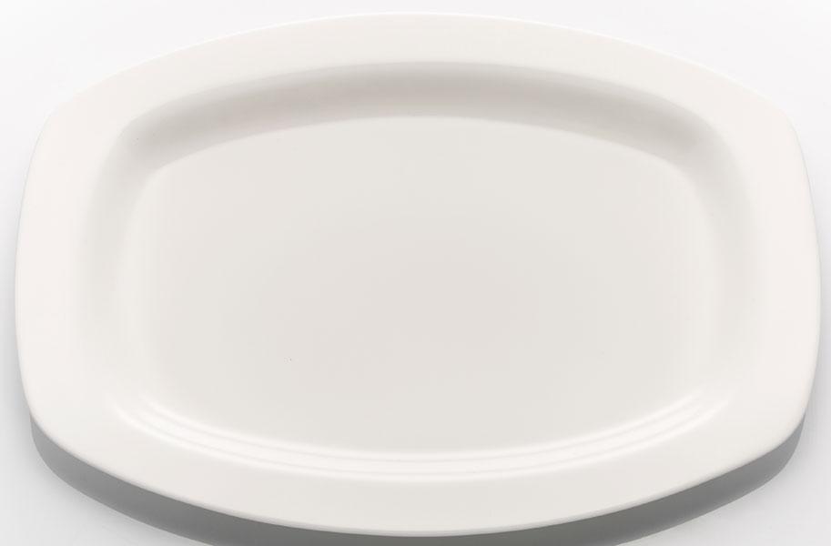 """Набор блюд """"Tudor England"""" изготовлен  из костяного фарфора, прекрасно подойдет для подачи нарезок, закусок и других блюд. Оно украсит ваш кухонный стол, а также станет замечательным подарком к любому празднику. Можно использовать в микроволновой печи  Можно использовать в посудомоечной машине Размер блюда: 32,5 х 22,5 см."""