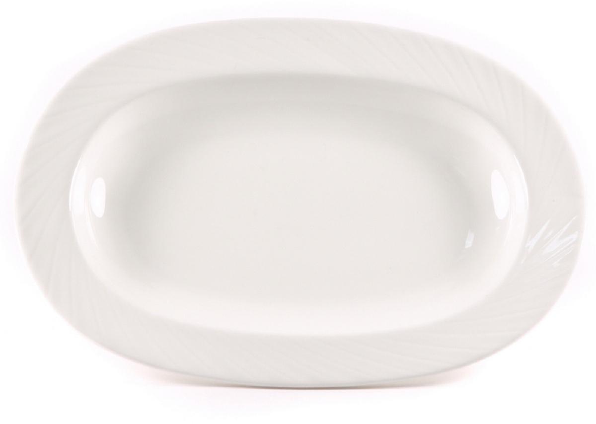 Блюдо Nuova Cer Mayfair, овальное, цвет: белый, 21,5 х 14,5 смB1620Блюдо Nuova Cer- новый уникальный продукт на рынке фарфора, производится из материала, в состав которого входит алюминиум (глинозем) в виде порошка, что придает фарфору уникальные свойства: белоснежный цвет, как на поверхности, так и на изломе, более тонкие и изящные формы, так как добавление металла делает фарфоровую массу более пластичной, устойчивость к сколам и царапинам.Возможный перепад температур при эксплуатации до 200 градусов!Фарфор покрывается глазурью, что характеризует эту посуду как продукт высшего класса.Идеально подходит для использования в микроволновой печи и посудомоечной машине.