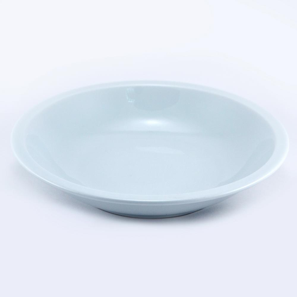 Тарелка глубокая Royal Porcelain, 20,5 смРП-0563ROYAL новый уникальный продукт на рынке фарфора производится из материала, в состав которого входит алюминиум (глинозем) в виде порошка, что придаёт фарфору уникальные свойства: белоснежный цвет, как на поверхности, так и на изломе, более тонкие и изящные формы, так как добавление металла делает фарфоровую массу более пластичной, устойчивость к сколам и царапинам. Возможный перепад температур при эксплуатации до 200 градусов! Фарфор покрывается глазурью, что характеризует эту посуду как продукт высшего класса. Идеально подходит для использования в микроволновой печи и посудомоечной машине