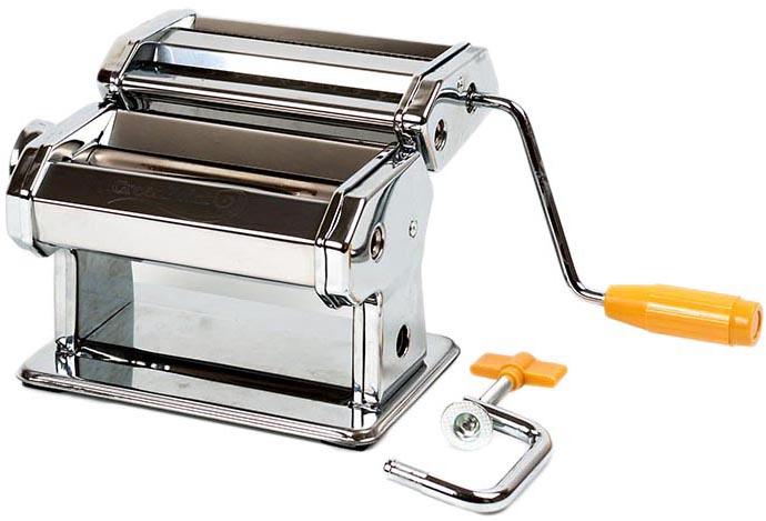 Машинка для нарезки лапши выполнена из высококачественной стали. Машинка очень проста в использовании: пропустите тесто через машинку, чтобы оно стало плоским, вставьте раскатанный лист в режущие ролики, вращайте ручку, и машинка нарежет лапшу. Толщину нарезки можно регулировать. С помощью специального зажима машинка крепится к краю стола. Особенности: - Ролик на 9 видов толщины теста. - Зажим.
