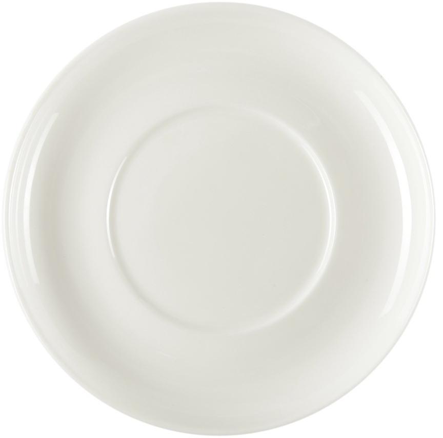 Блюдце под бульонницу Royal Porcelain Ascot, 15,5 смB1031ROYAL новый уникальный продукт на рынке фарфора производится из материала, в состав которого входит алюминиум (глинозем) в виде порошка, что придаёт фарфору уникальные свойства: белоснежный цвет, как на поверхности, так и на изломе, более тонкие и изящные формы, так как добавление металла делает фарфоровую массу более пластичной, устойчивость к сколам и царапинам. Возможный перепад температур при эксплуатации до 200 градусов! Фарфор покрывается глазурью, что характеризует эту посуду как продукт высшего класса. Идеально подходит для использования в микроволновой печи и посудомоечной машине