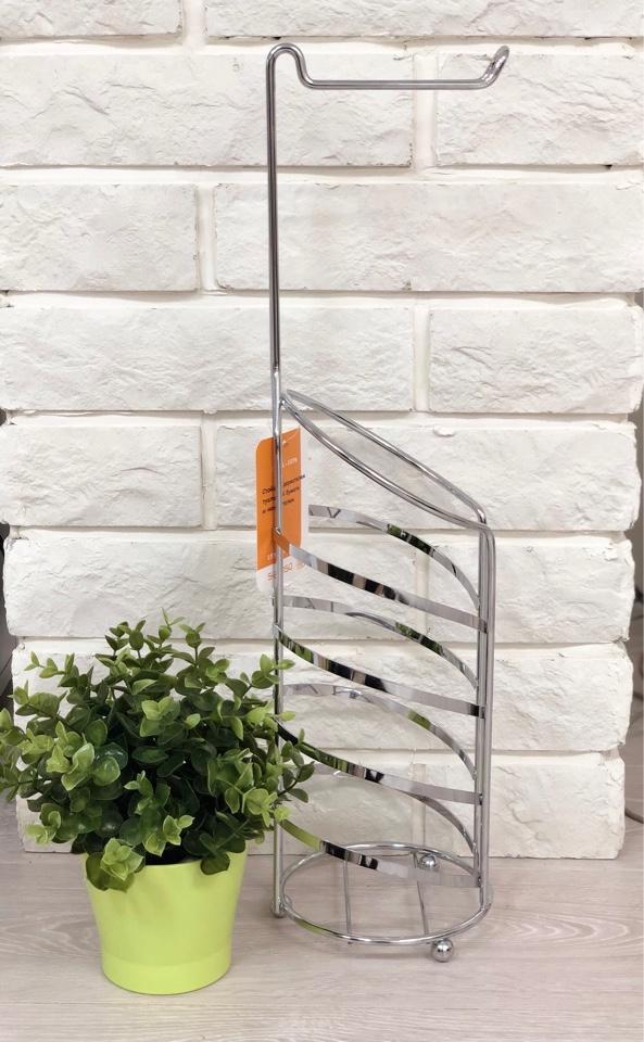 Накопитель для туалетной бумаги вмещает в себя 3 рулона. Кроме того также  имеет и сам держатель для туалетной бумаги, что совмещает в себе 2  предмета и это обеспечивает компактное хранение и использование.  Изделие выполнено из нержавеющей стали, что позволяет сохранить  презентабельный вид на долгое время.