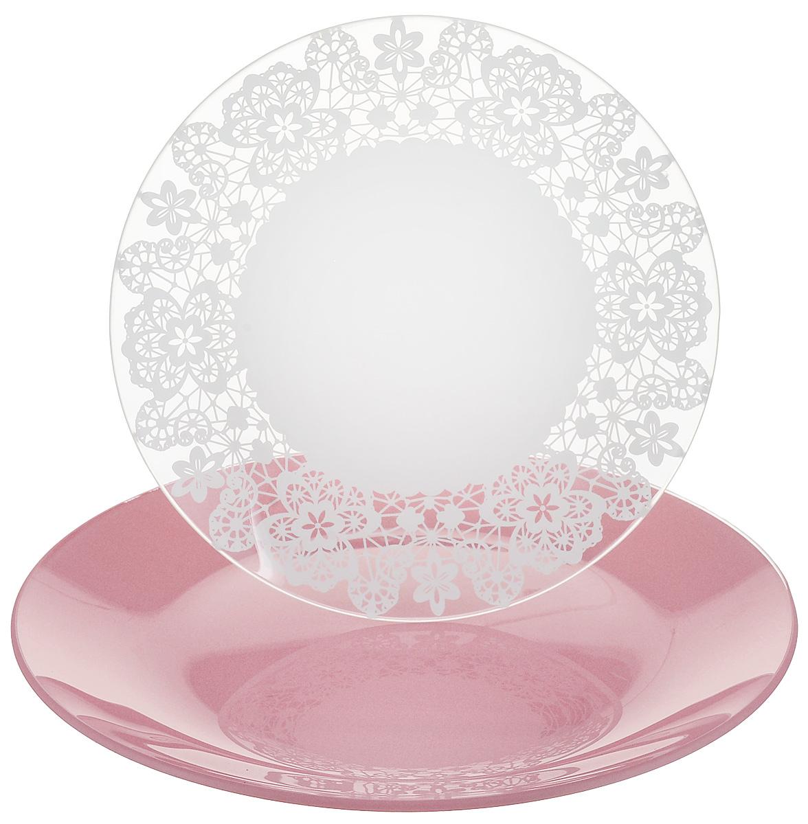 Набор тарелок NiNaGlass, цвет: розовый, диаметр 20 см, 2 шт. 85-200-142пср85-200-142псрНабор тарелок NiNaGlass Кружево и Палитра выполнена из высококачественного стекла, декорирована под Вологодское кружево и подстановочная тарелка яркий насыщенный цвет. Набор идеален для подачи горячих блюд, сервировки праздничного стола, нарезок, салатов, овощей и фруктов. Он отлично подойдет как для повседневных, так и для торжественных случаев. Такой набор прекрасно впишется в интерьер вашей кухни и станет достойным дополнением к кухонному инвентарю.