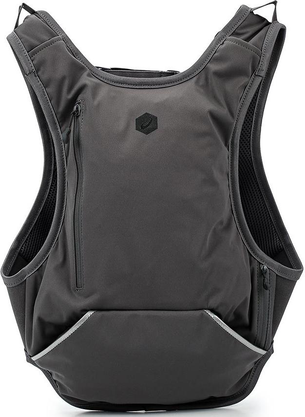 Рюкзак Asics Running Backpack, цвет: черный. 155017-0904-S155017-0904-SЕсли вы бегаете по пути с работы домой или до спортивного зала, вам будет удобно носить форму в этом рюкзаке.Он не сковывает движения и отлично сидит благодаря регулируемым лямкам и ремню.