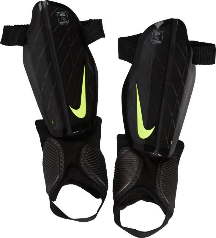 Щитки футбольные детские Nike Protegga Flex, цвет: черный. Размер SSP0314-010Детские футбольные щитки Nike Protegga Flex повторяют форму ноги, а инжектированная вставка из материала Phylon обеспечивает легкость и дополнительную амортизацию. Каркас повторяет форму ноги, обеспечивая идеальную посадку. Прочный каркас выполнен из материала K-Resin для эффективного рассеивания силы ударов. Инжектированный пеноматериал Phylon обеспечивает легкость, прочность и мгновенную амортизацию. Съемная накладка на лодыжку позволяет регулировать защиту в зависимости от твоих потребностей.