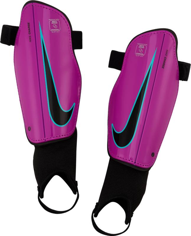 Щитки футбольные детские Nike Charge 2.0, цвет: фиолетовый. Размер LSP2079-606Детские футбольные щитки Nike Charge 2.0 обеспечивают дополнительный слой защиты на поле. Анатомическая форма каркаса из полипропилена с низким профилем обеспечивает комфорт, а подкладка из пеноматериала EVA создает дополнительную защиту. Анатомическая форма повторяет контуры голени, а отсутствие застежек обеспечивает оптимальный комфорт. Полипропиленовый каркас с низким профилем защищает от ударных нагрузок. Литая прослойка из пенистого ЭВА для дополнительной защиты там, где это необходимо. Внешние желобки для умеренной гибкости.