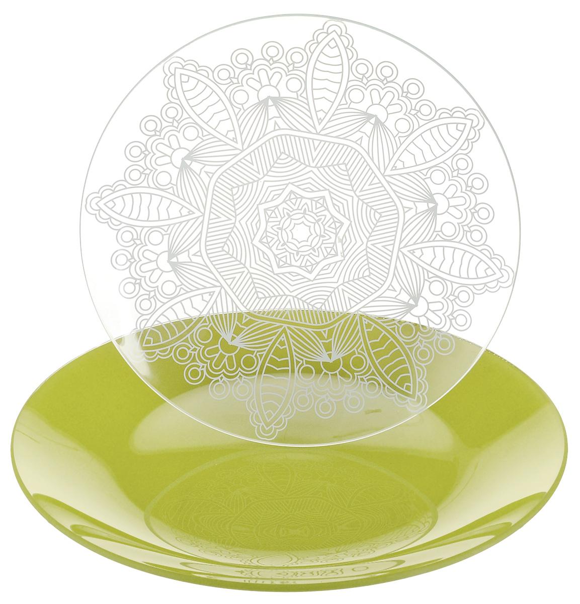 Набор тарелок NiNaGlass, цвет: зеленый, диаметр 20 см, 2 шт85-200-149псзНабор тарелок NiNaGlass Кружево и Палитра выполнена из высококачественного стекла, декорирована под Вологодское кружево и подстановочная тарелка яркий насыщенный цвет. Набор идеален для подачи горячих блюд, сервировки праздничного стола, нарезок, салатов, овощей и фруктов. Он отлично подойдет как для повседневных, так и для торжественных случаев. Такой набор прекрасно впишется в интерьер вашей кухни и станет достойным дополнением к кухонному инвентарю.