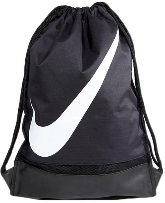Рюкзак Nike FB GMSKBA5424-010Легкая, комфортная и вместительная модель максимально простого кроя и стильного городского дизайна будет идеальным компаньоном в тренажерном зале, на спортивной площадке или в повседневных делах. Рюкзак изготовлен из прочного и мягкого, водоотталкивающего полиэстера с крупным логотипом, что подчеркивает спортивную составляющую ваших тренировок. Сумка-рюкзак закрывается при помощи стягивающегося сверху шнурка, гарантируя надежное хранение вещей и максимально быстрый доступ к ним. Наружный карман на молнии сохранит мелкие и самые ценные вещи. Два ремешка позволяют носить модель в руке, на плече или на спине как полноценный рюкзак.