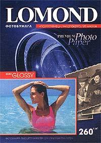 Lomond 1103301 фотобумага полуглянцевая А4 260 г/м, 20 листов1103301Фотобумаги Lomond предназначены для вывода цифровых фотографий и изображений на большинстве струйных принтеров с разрешением 2400 dpi и более.Рекомендуются для профессионального использования фотографами, дизайнерами, художниками.Покрытие бумаг имеет сложный состав и содержит каучук, в котором создаются микропоры, способствующие проникновению чернил и мгновенному их высыханию. Поверхность бумаг устойчива к механическим воздействиям, отсутствует свертываемость (коробление). Бумаги совместимы как с пигментными чернилами, так и с чернилами на основе красителей; влагостойки, имеют высокую белизну, обеспечивают фотографическую яркость и качество изображений. Semi Glossy - занимают промежуточное положение между матовой и глянцевой бумагой, на них изображение не имеет выраженного глянцевого блеска.