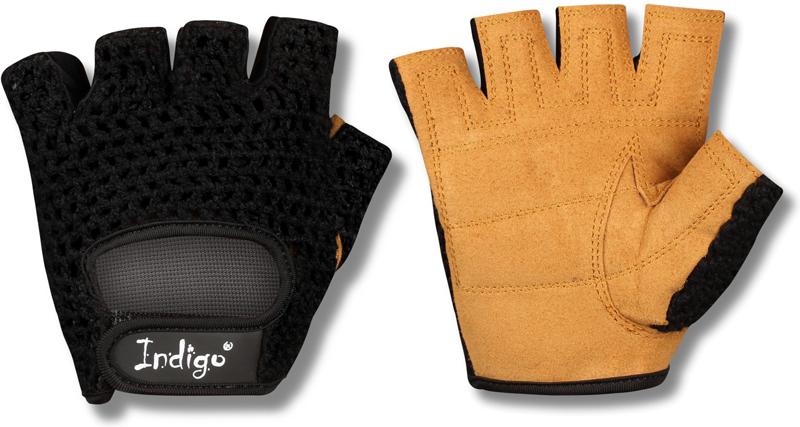 Перчатки атлетические Indigo, цвет: черный, коричневый. Размер S00023258Атлетические перчатки женские созданы для защиты рук во время тренировок на тренажерах. Перчатки атлетические обеспечивают комфорт и безопасность во время интенсивных тренировок. Перчатки для фитнеса предотвращают появление мозолей. Позволяют надежнее фиксировать снаряд в руках. Тыльная сторона атлетических перчаток Indigo изготовлена из хлопка и имеет сетчатую структуру для вентиляции и отвода влаги. Внутренняя сторона из специальной износостойкой кожи, обеспечивающая надежное сцепление рук и спортивного снаряда во время тренировки. Женские атлетические перчатки Indigo имеют меньшие размеры. Благодаря застежке на липучке, атлетические перчатки плотно сидят на руках, не мешая комфортной тренировке. Пальцы открыты. Усиление ладони дополнительной вставкой с накладками. Они увеличивают прочность перчаток для фитнеса и улучшают сцепление с грифом. Застежка Stick для фиксации на руке. Модели фитнес-перчаток с фиксатором для запястья понадобятся при работе с большими весами или выполнении упражнений с узким хватом. Перчатки для тренировок в тренажерном зале являются важным аксессуаром, влияющим на уменьшение травматизма и повышение концентрации нагрузок на определенные группы мышц.