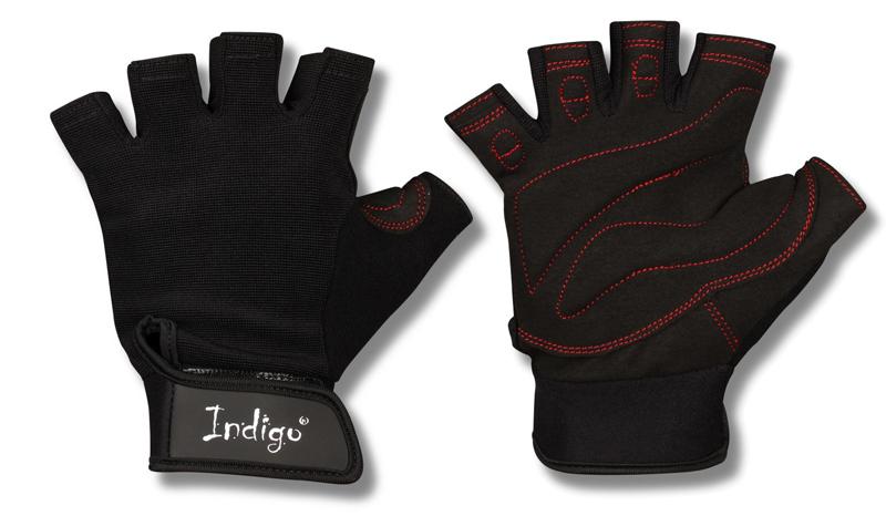 Перчатки атлетические Indigo, цвет: черный. Размер M. 0002324000023240Атлетические перчатки женские созданы для защиты рук во время тренировок на тренажерах. Перчатки атлетические обеспечивают комфорт и безопасность во время интенсивных тренировок. Перчатки для фитнеса предотвращают появление мозолей. Позволяют надежнее фиксировать снаряд в руках. Тыльная сторона атлетических перчаток Indigo изготовлена из хлопка и имеет сетчатую структуру для вентиляции и отвода влаги. Внутренняя сторона из специальной износостойкой кожи, обеспечивающая надежное сцепление рук и спортивного снаряда во время тренировки. Женские атлетические перчатки Indigo имеют меньшие размеры. Благодаря застежке на липучке атлетические перчатки плотно сидят на руках, не мешая комфортной тренировке. Пальцы открыты. Усиление ладони дополнительной вставкой с накладками. Они увеличивают прочность перчаток для фитнеса и улучшают сцепление с грифом. Застежка Stick для фиксации на руке. Модели фитнес-перчаток с фиксатором для запястья понадобятся при работе с большими весами или выполнении упражнений с узким хватом. Перчатки для тренировок в тренажерном зале являются важным аксессуаром, влияющим на уменьшение травматизма и повышение концентрации нагрузок на определенные группы мышц.
