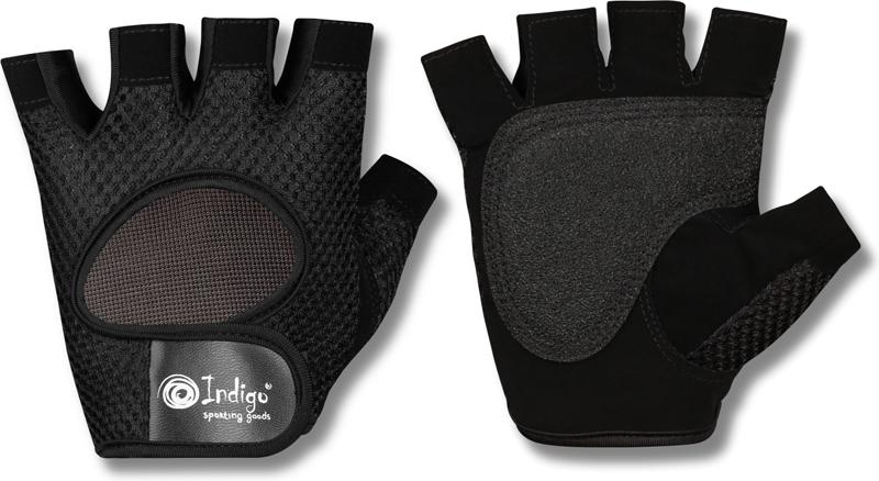 Перчатки атлетические Indigo, цвет: черный. Размер M00022823Атлетические перчатки женские - созданы для защиты рук во время тренировок на тренажерах. Перчатки атлетические обеспечивают комфорт и безопасность во время интенсивных тренировок. Перчатки для фитнеса предотвращают появление мозолей. Позволяют надежнее фиксировать снаряд в руках. Тыльная сторона атлетических перчаток INDIGO SB-16-1967 изготовлена из хлопка и имеет сетчатую структуру для вентиляции и отвода влаги. Внутренняя сторона из специальной износостойкой кожи, обеспечивающая надежное сцепление рук и спортивного снаряда во время тренировки. Женские атлетические перчатки INDIGO SB-16-1967 закупки имеют меньшие размеры. Благодаря застежке на липучке атлетические перчатки плотно сидят на руках, не мешая комфортной тренировке. Пальцы открыты. Усиление ладони дополнительной вставкой- накладками. Они увеличивают прочность перчаток для фитнеса и улучшают сцепление с грифом. Застежка Stick для фиксации на руке. Модели фитнес перчаток с фиксатором для запястья понадобятся при работе с большими весами или выполнении упражнений с узким хватом. Перчатки для тренировок в тренажерном зале являются важным аксессуаром, влияющим на уменьшение травматизма и повышение концентрации нагрузок на определенные группы мышц.
