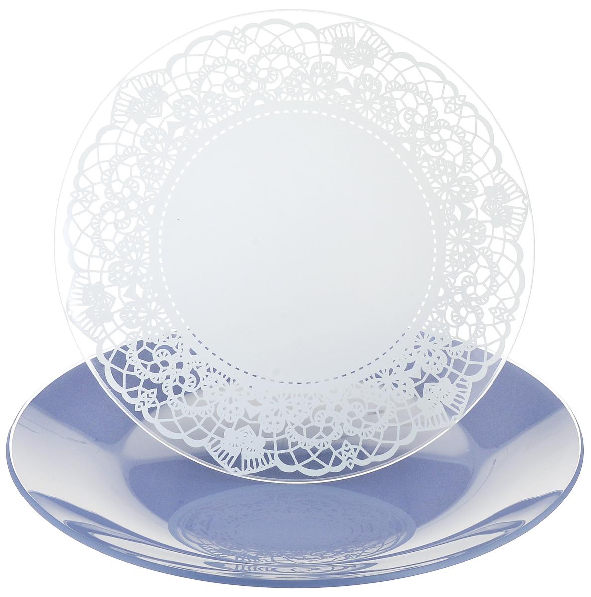 Набор тарелок NiNaGlass, цвет: голубой, диаметр 20 см, 2 шт. 85-200-143пс85-200-143псНабор тарелок NiNaGlass Кружево и Палитра выполнена из высококачественного стекла, декорирована под Вологодское кружево и подстановочная тарелка яркий насыщенный цвет. Набор идеален для подачи горячих блюд, сервировки праздничного стола, нарезок, салатов, овощей и фруктов. Он отлично подойдет как для повседневных, так и для торжественных случаев. Такой набор прекрасно впишется в интерьер вашей кухни и станет достойным дополнением к кухонному инвентарю.