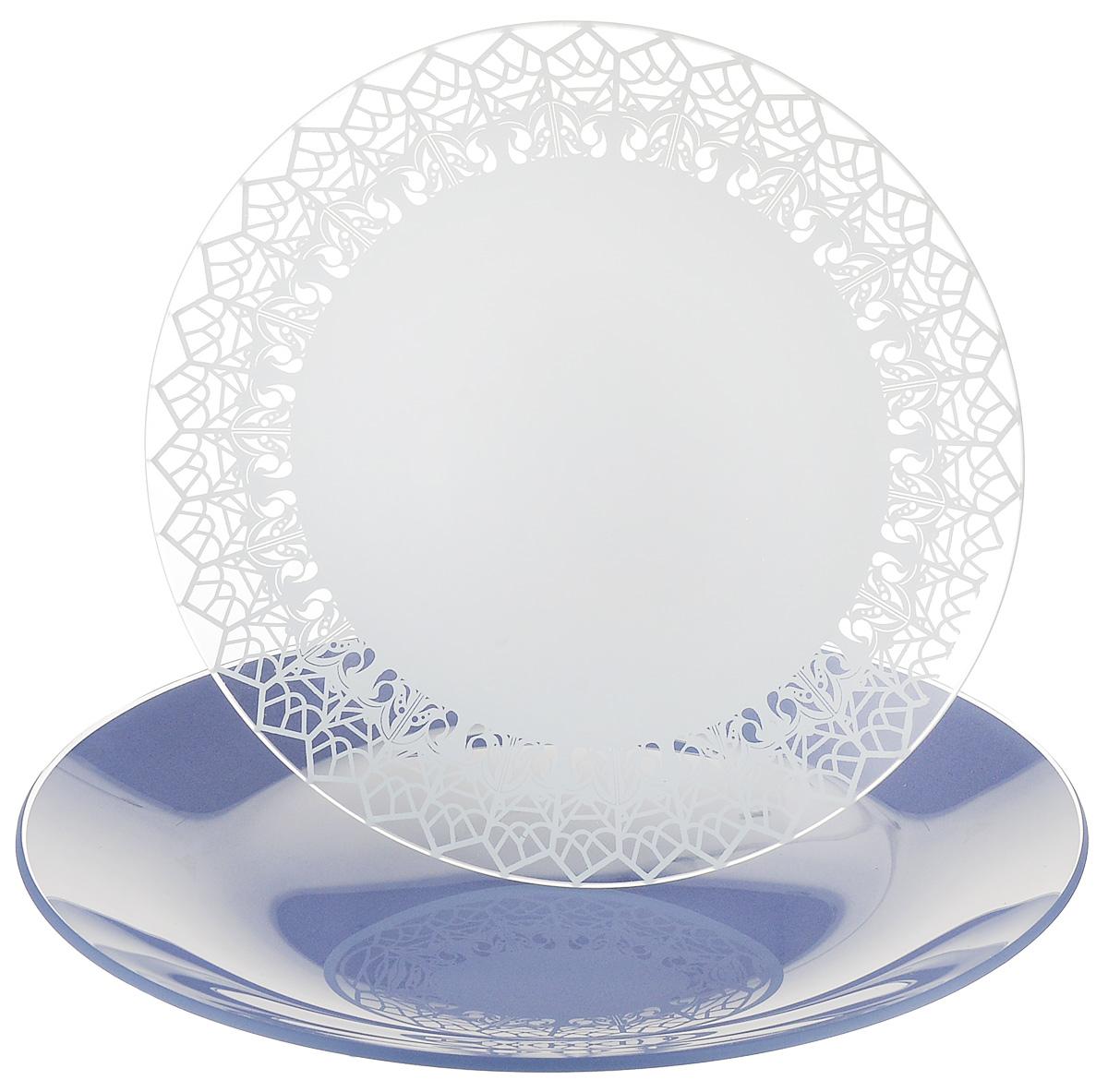 Набор тарелок NiNaGlass, цвет: голубой, диаметр 20 см, 2 шт. 85-200-147пс85-200-147псНабор тарелок NiNaGlass Кружево и Палитра выполнена из высококачественного стекла, декорирована под Вологодское кружево и подстановочная тарелка яркий насыщенный цвет. Набор идеален для подачи горячих блюд, сервировки праздничного стола, нарезок, салатов, овощей и фруктов. Он отлично подойдет как для повседневных, так и для торжественных случаев. Такой набор прекрасно впишется в интерьер вашей кухни и станет достойным дополнением к кухонному инвентарю.