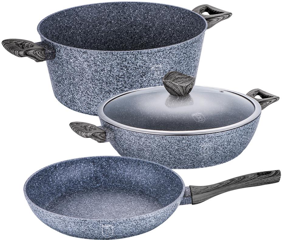 Набор посуды Berlinger Haus Forest Line, цвет: серый, черный, 4 предмета1583-ВННабор посуды состоит из кастрюли с крышкой, сотейника и сковороды. Предметы наборавыполнены изкованого алюминия с трехслойным мраморно-гранитным покрытием. Крышка извысококачественного стекла оснащена ручкой-подставкой под кухонные принадлежности. Равномерное распределение температуры по всей поверхности обеспечивает быстроеприготовление пищи. Изделия имеют эргономичные ручки с покрытием soft touch для более удобнойпереноски. Подходит для всех видов плит: газовых, электрических, стеклокерамических, галогенных,индукционных. Диаметр сковороды: 24 см. Высота стенки сковороды: 5 см. Объем кастрюли: 4,1 л. Диаметр кастрюли по верхнему краю: 24 см. Высота стенки кастрюли: 11,8 см. Диаметр сотейника: 24 см. Высота стенки сотейника: 6,5 см.