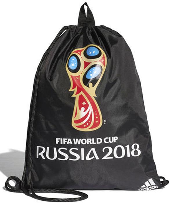 Рюкзак спортивный мужской Adidas OE Gymbag, цвет: черный. CF3396CF3396Универсальная спортивная сумка удобно вмещает необходимые вещи и подчеркивает твою увлеченность чемпионатом мира по футболу 2018. Завязки-шнурки позволяют быстро достать экипировку и заменяют лямки рюкзака при переноске. Официальная эмблема турнира на лицевой стороне. Большое отделение с широким доступом. Удобная застежка на завязках. Внутренняя петля-вешалка. Принт на лицевой стороне.