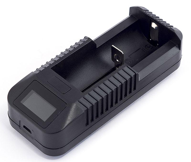 Зарядное устройство Яркий луч LC-154606400105480Зарядное устройство для литиевых аккумуляторов Яркий луч LC-15.Новое зарядное устройство LC-15, работающее от USB-адаптера, позволяет выбрать необходимый ток заряда аккумулятора, а также снабжено индикатором напряжения. Типоразмеры аккумуляторов, которые можно заряжать: 26650 / 18650 / 18500 / 18350 / 17670 / 16340 / 14500 / 10440. ВАЖНО! При зарядке аккумулятора соблюдайте полярность. Краткое руководство пользователя: 1. Установите аккумулятор в базу зарядного устройства, соблюдая полярность. 2. Подключите зарядное устройство к USB-разъему (5 Вольт). Цифровой экран базы покажет начало зарядки: процентную величину, ток заряда и напряжение на аккумуляторе. Нажмите на кнопку над цифровым экраном и переключите ток заряда с 500 до 1000 мА (500 мА рекомендуется для аккумуляторов емкостью менее 1500 мАч). Входные параметры: 5 В, 0.5 - 1 А. Выходные параметры: 4.2 В, 0.5 А; 4.2 В, 1 А.