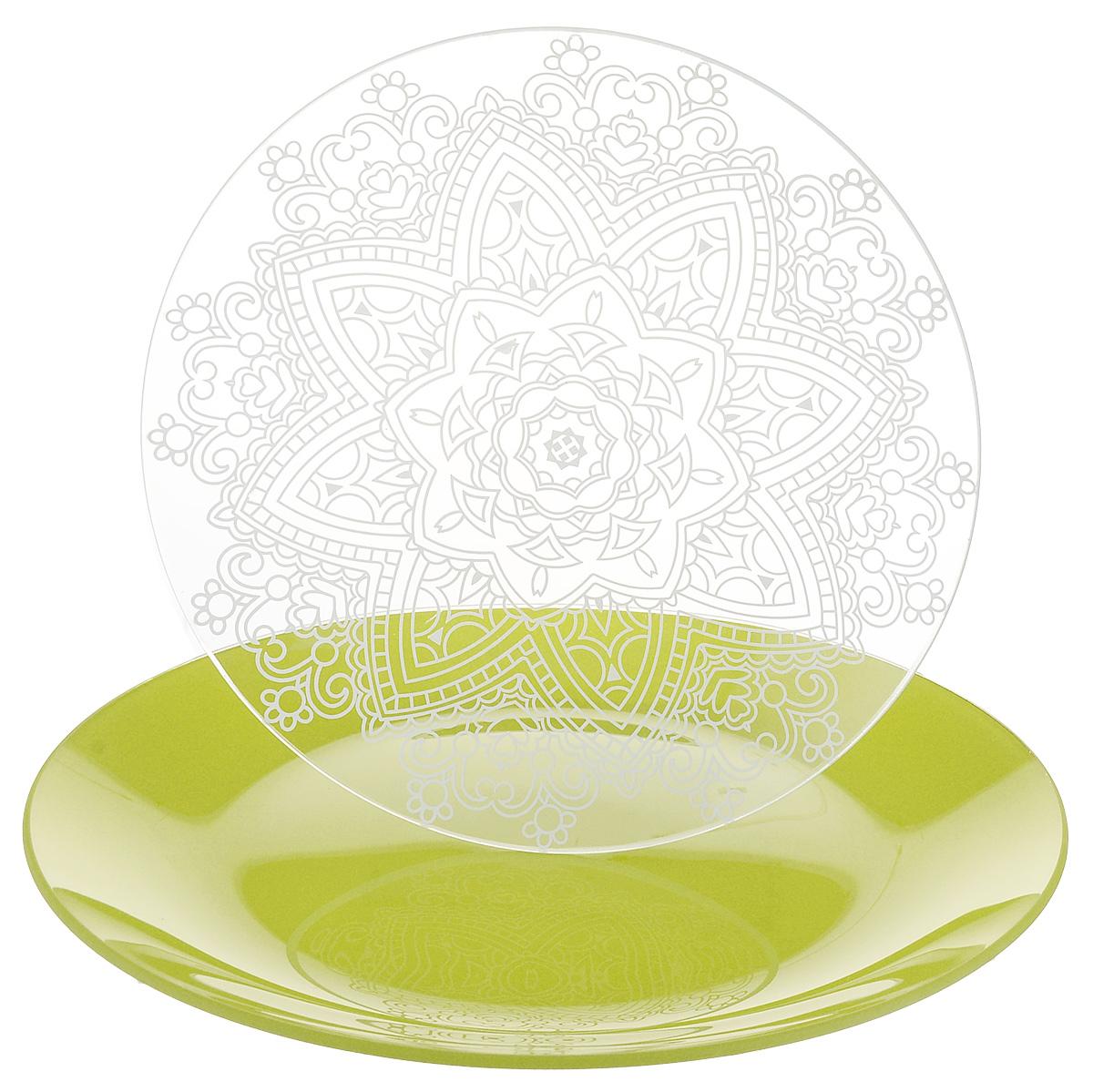 Набор тарелок NiNaGlass, цвет: зеленый, диаметр 20 см, 2 шт. 85-200-148псз85-200-148псзНабор тарелок NiNaGlass Кружево и Палитра выполнена из высококачественного стекла, декорирована под Вологодское кружево и подстановочная тарелка яркий насыщенный цвет. Набор идеален для подачи горячих блюд, сервировки праздничного стола, нарезок, салатов, овощей и фруктов. Он отлично подойдет как для повседневных, так и для торжественных случаев. Такой набор прекрасно впишется в интерьер вашей кухни и станет достойным дополнением к кухонному инвентарю.