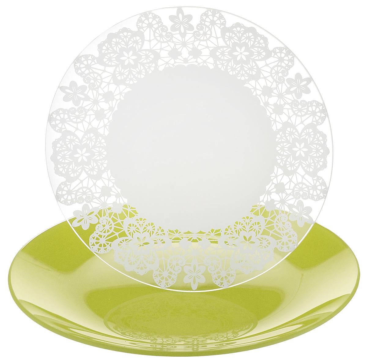 Набор тарелок NiNaGlass, цвет: зеленый, диаметр 20 см, 2 шт. 85-200-142псз85-200-142псзНабор тарелок NiNaGlass Кружево и Палитра выполнена из высококачественного стекла, декорирована под Вологодское кружево и подстановочная тарелка яркий насыщенный цвет. Набор идеален для подачи горячих блюд, сервировки праздничного стола, нарезок, салатов, овощей и фруктов. Он отлично подойдет как для повседневных, так и для торжественных случаев. Такой набор прекрасно впишется в интерьер вашей кухни и станет достойным дополнением к кухонному инвентарю.